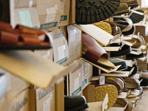Symbolfoto: Waldviertler-Schuhe beim Flohmarkt